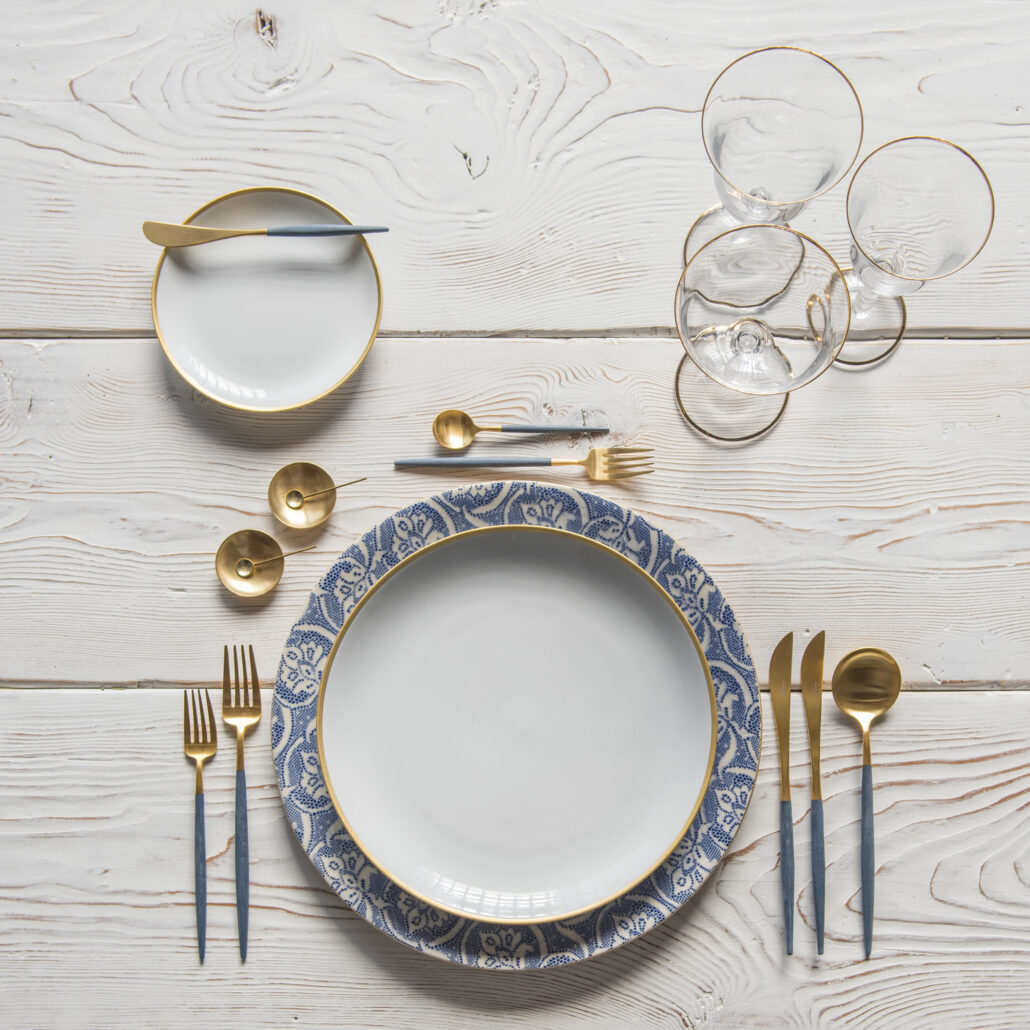 Something Blue Wedding Tablescape Algo Azul Diseño de Mesa